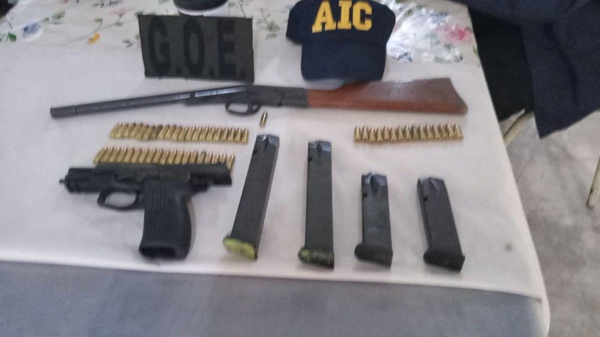Armas y municiones de diferente calibre fueron secuestradas en tres allanamientos