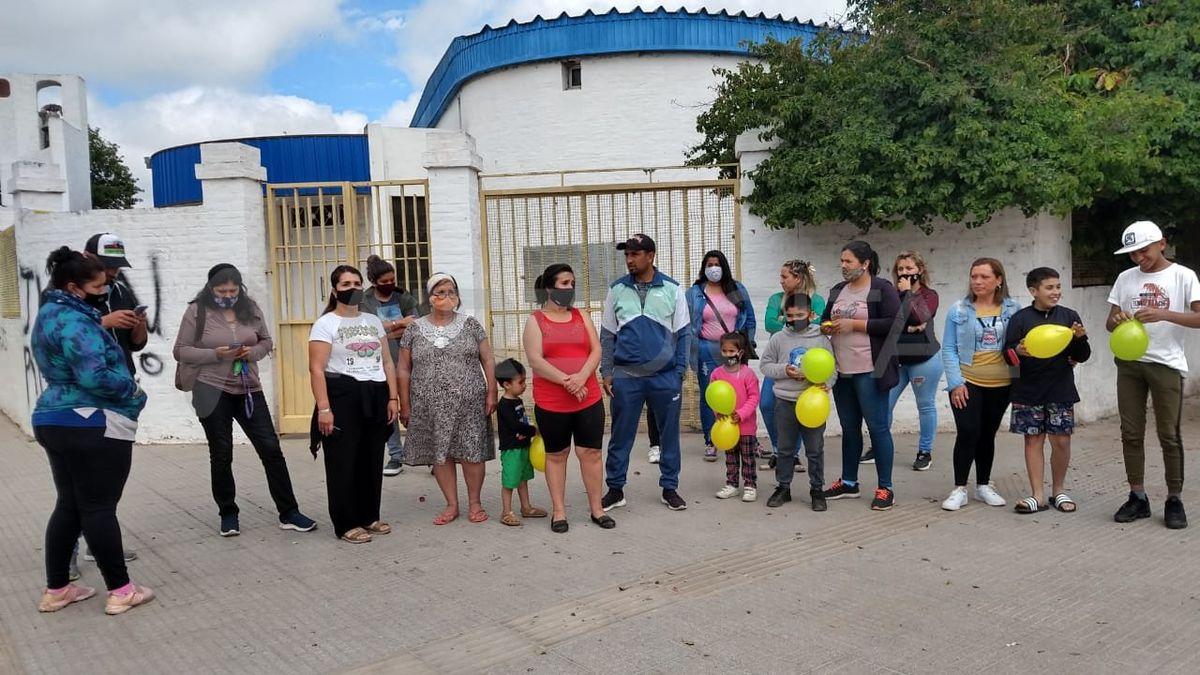 Un grupo de padres volvió a movilizarse al jardín en el que se denunciaron cuatro casos de abuso sexual.