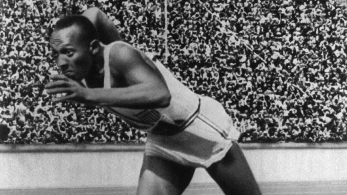Jesse Owens ganó cuatro medallas de oro en los Juegos Olímpicos de Berlín 1936.