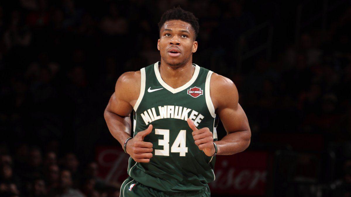 Giannis Antetokoumpo podría cambiar de franquicia en la NBA el año próximo cuando quede libre.