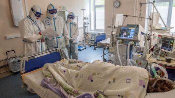 Rusia volvió a detectar más de 25.000 casos y superó las 700 muertes diarias