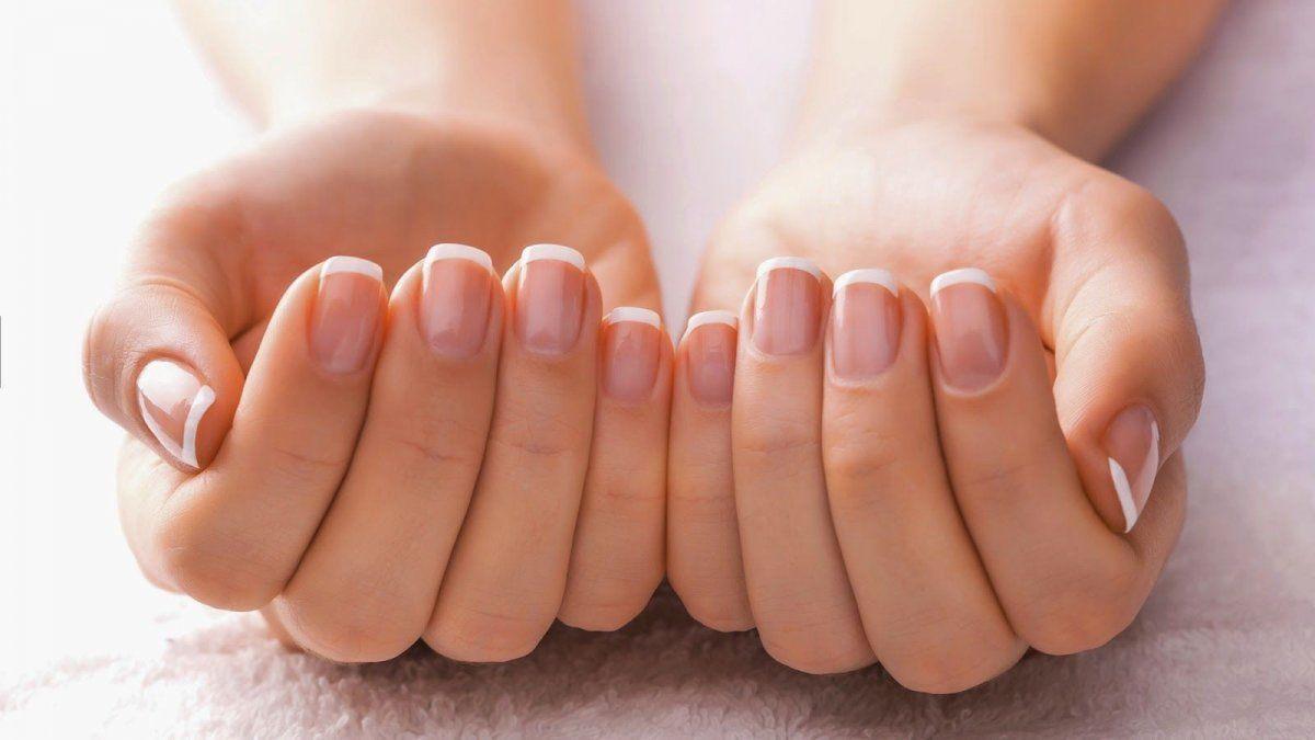 Cómo fortalecer tus uñas con aceite de coco y evitar tenerlas amarillas.