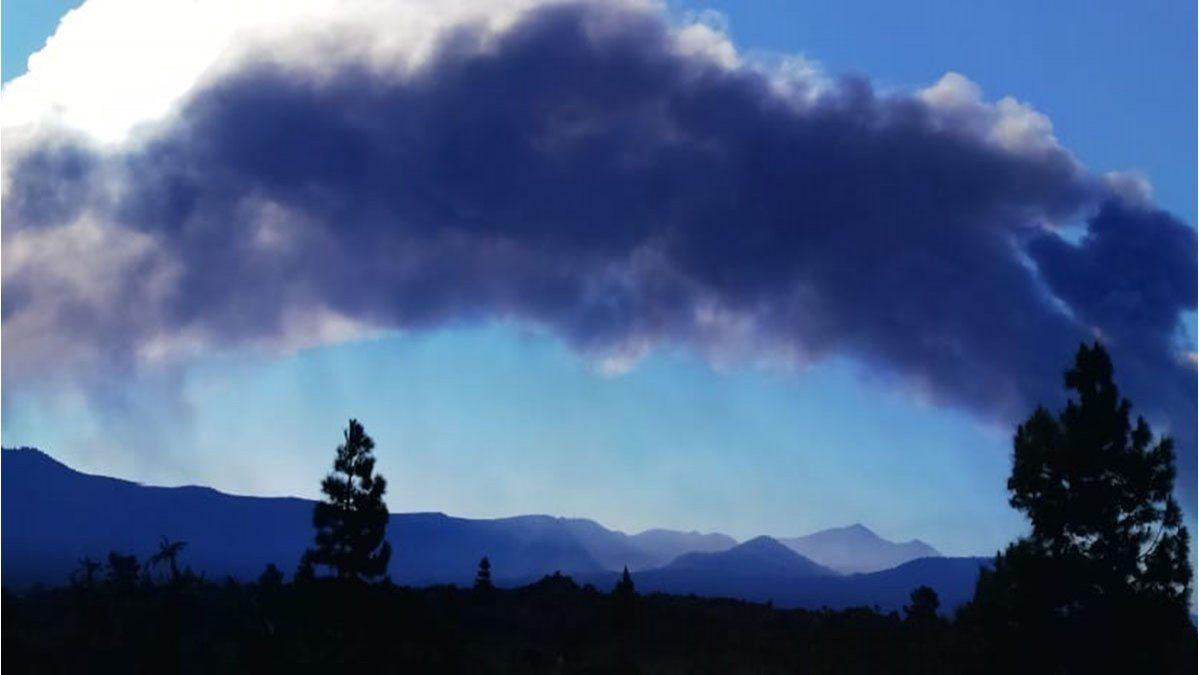 La Palma: el volcán Cumbre vieja de Canarias provoca el cierre del aeropuerto