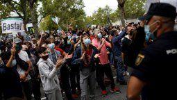 Los ciudadanos de Madrid llevaron a cabo protestas en varios de los barrios afectados y le atribuyen al Gobierno regional una mala gestión y falta de recursos que perjudica a las zonas más pobres.