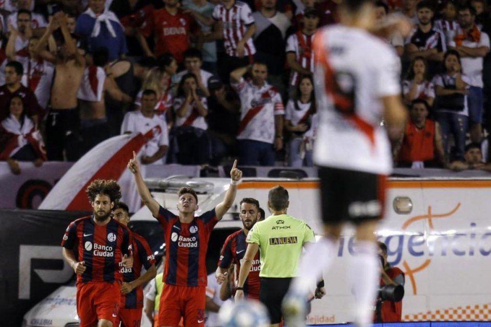 River cayó ante San Lorenzo y dejó pasar otra gran oportunidad de aproximarse en la Superliga