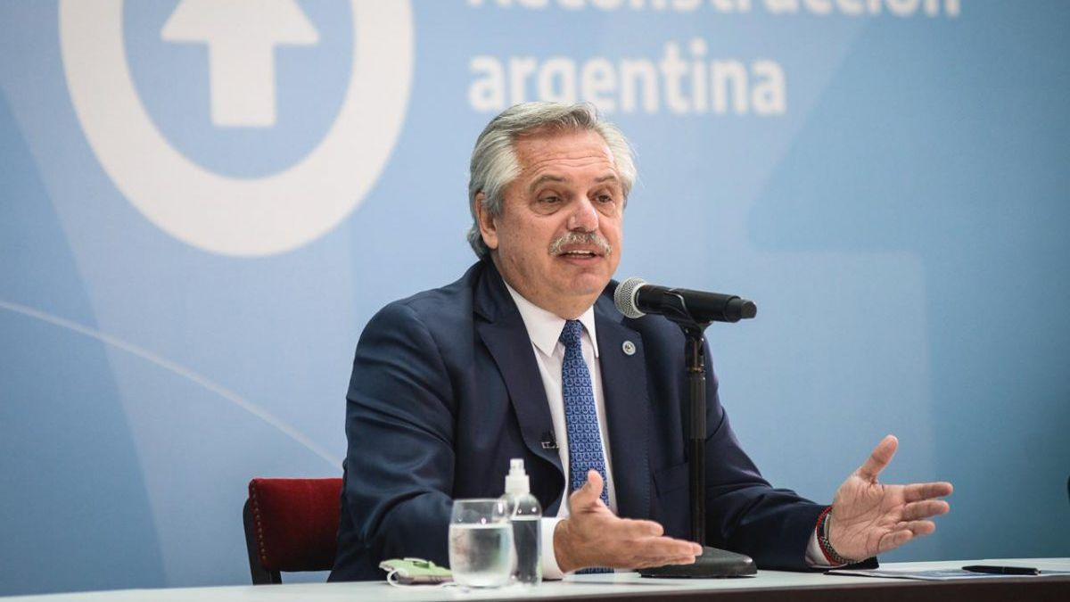El presidente volvió a justificar sus dichos del miércoles sobre los origenes de los latinoamericanos.