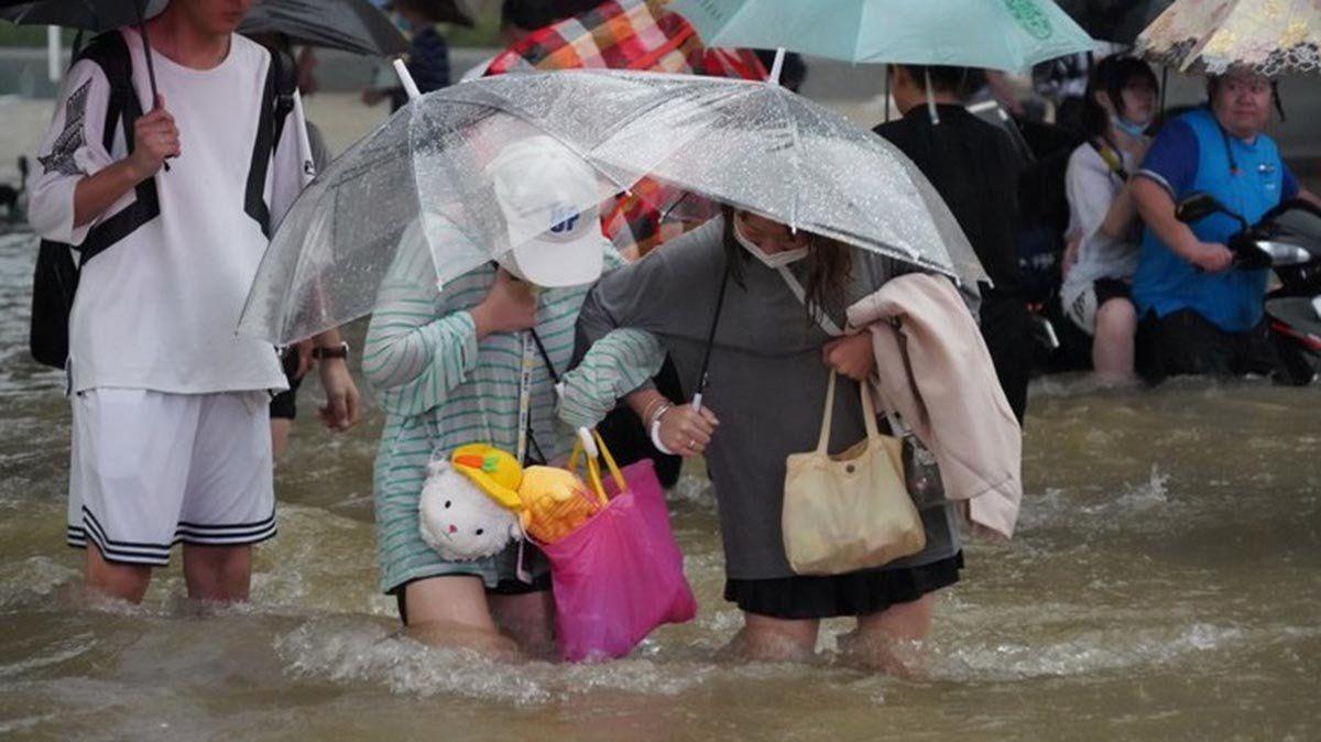 Las autoridades decretaron el martes Zhengzhou en alerta roja