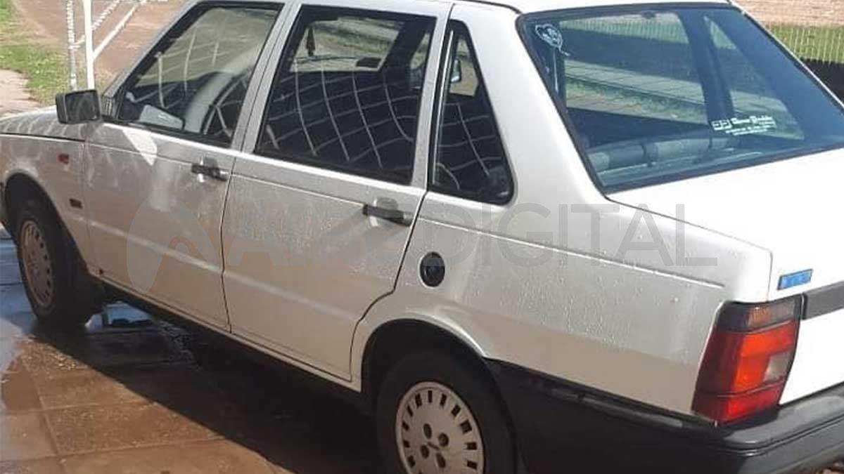 Auto robado frente al Jardín N° 75