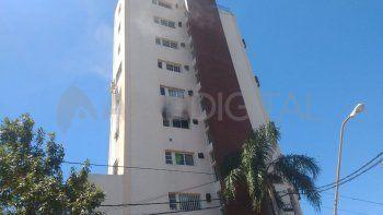 Se incendió un piso de un edificio en la Costanera oeste