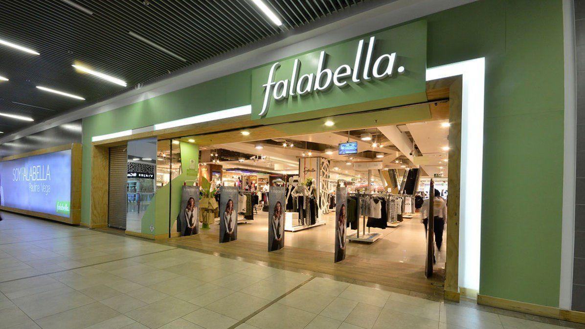 Falabella quiere irse del país y anunció el cierre de cuatro locales. La compañía confirmó los cierres y habilitó retiros voluntarios para todos sus empleados. Es la empresa de retail con más facturación en América Latina.