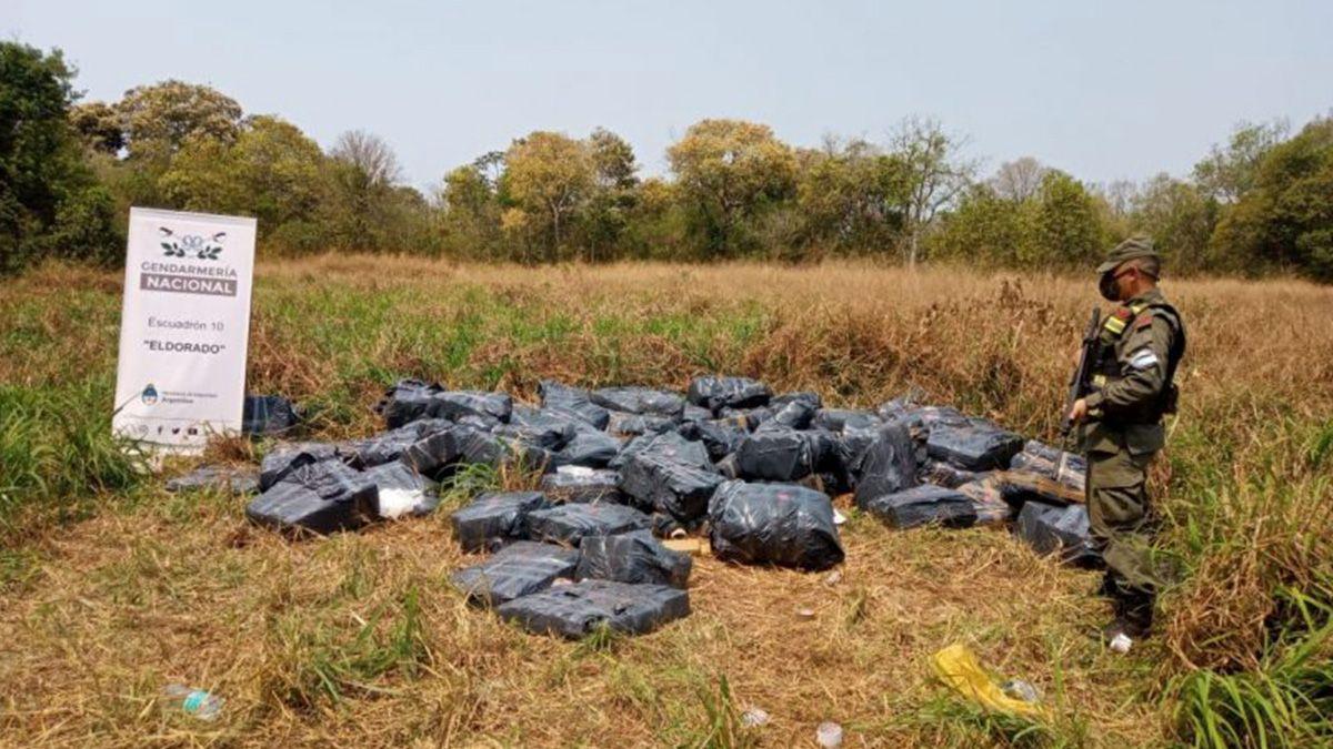 Hallan cerca de tres toneladas de marihuana acopiada en pleno monte en Misiones