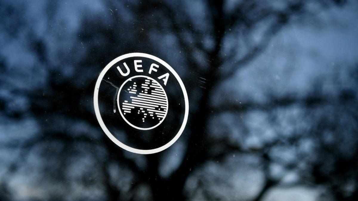 La UEFA aprobó los cinco cambios durante toda la temporada 20-21