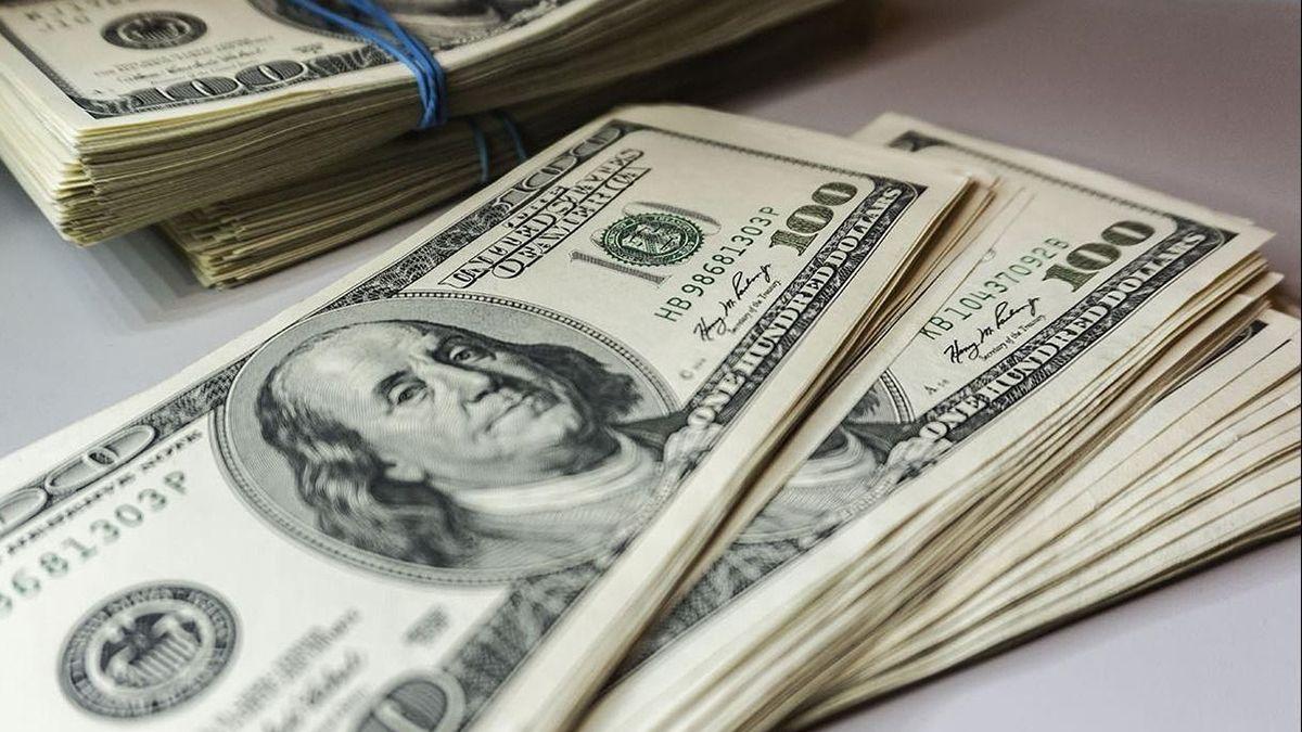 El dólar abrió estable este martes en los $74