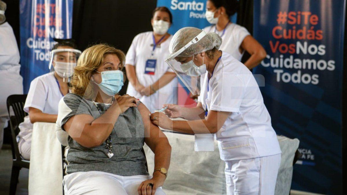 La minsitra de Salud de la provincia de Santa Fe se vacunó contra el coronavirus.