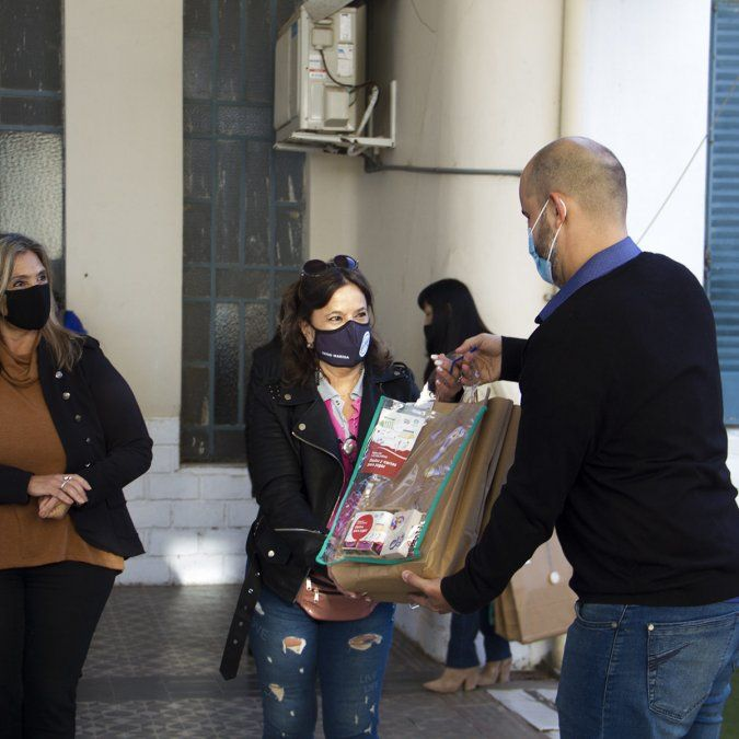 El FAE comenzó la entrega de libros a jardines y Estaciones