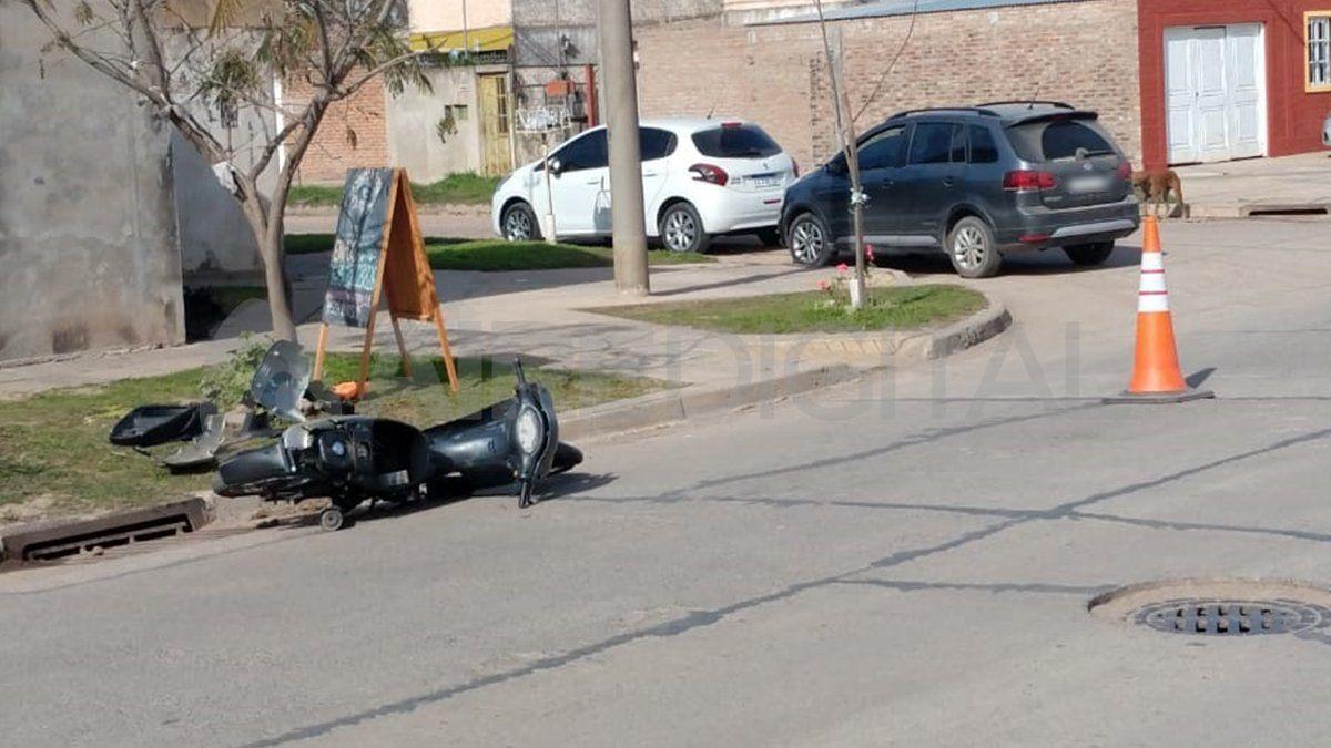Los ladrones iban a bordo de una motocicleta y tras el asalto frustrado abandonaron el vehículo.