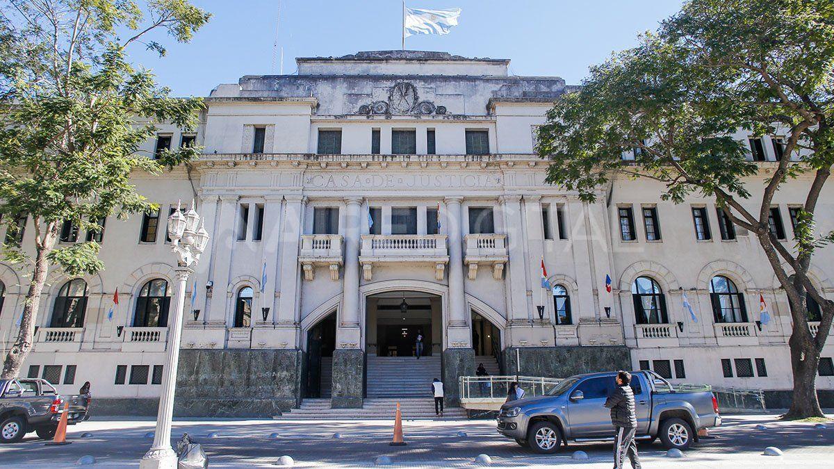 El inicio deljuiciooral fue programado para las 8:30 en los tribunales de la capital provincial.