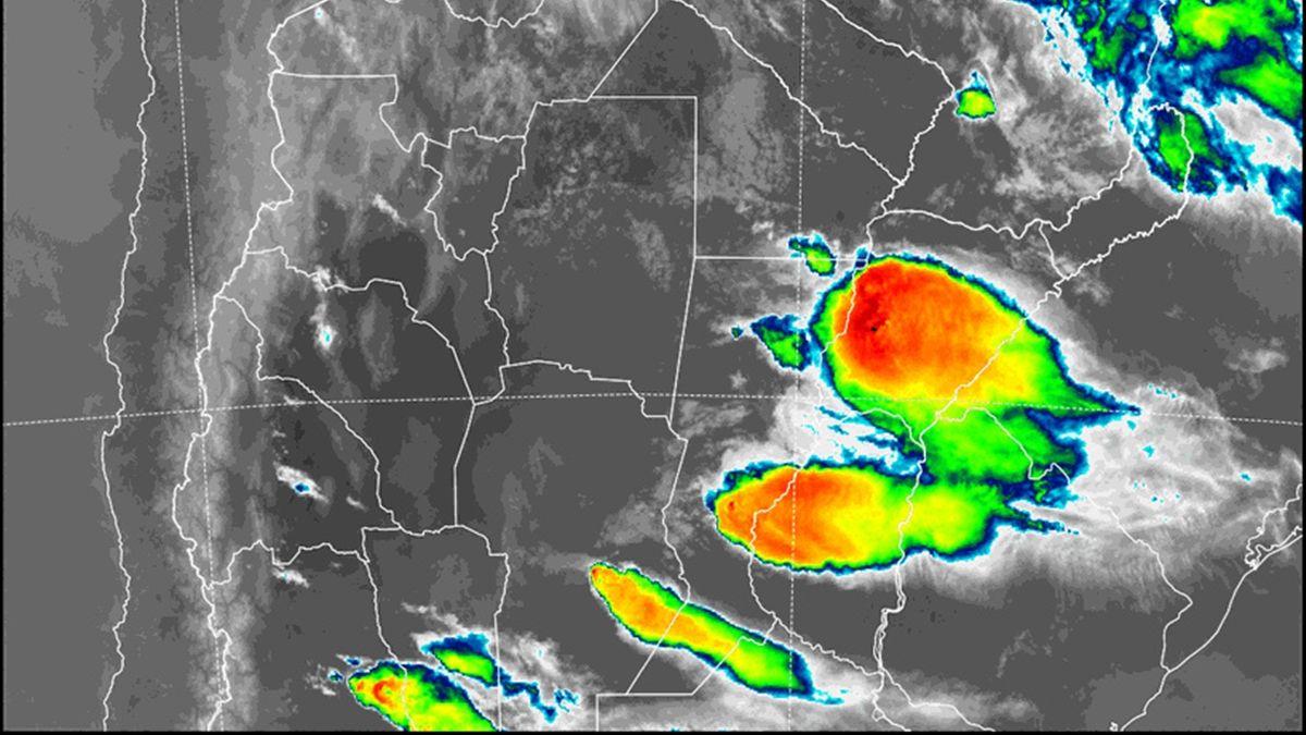 La imagen satelital de las tormentas sobre la provincia de Santa Fe a las 20.40 del domingo 10 de enero.