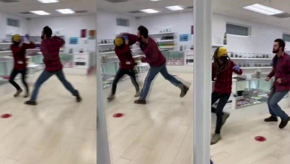Video viral: un hombre golpeó al empleado que le pidió que use barbijo.