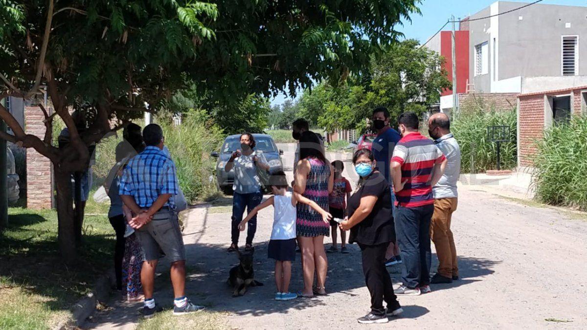 Los vecinos del barrio Nueva Esperanza reunidos por los robos constantes