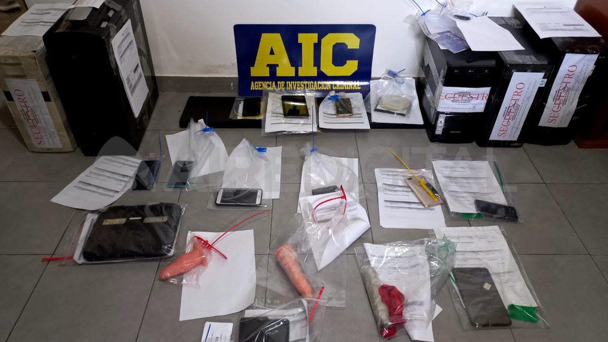 Parte de los elementos secuestrados durante los once allanamientos que hizo la Agencia de Investigación Criminal.