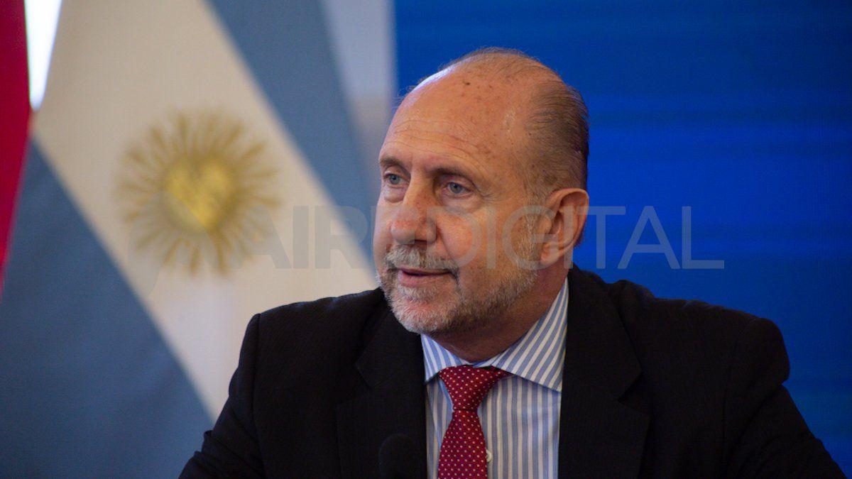 El gobernador Omar Perotti expone en el Coloquio de Idea.