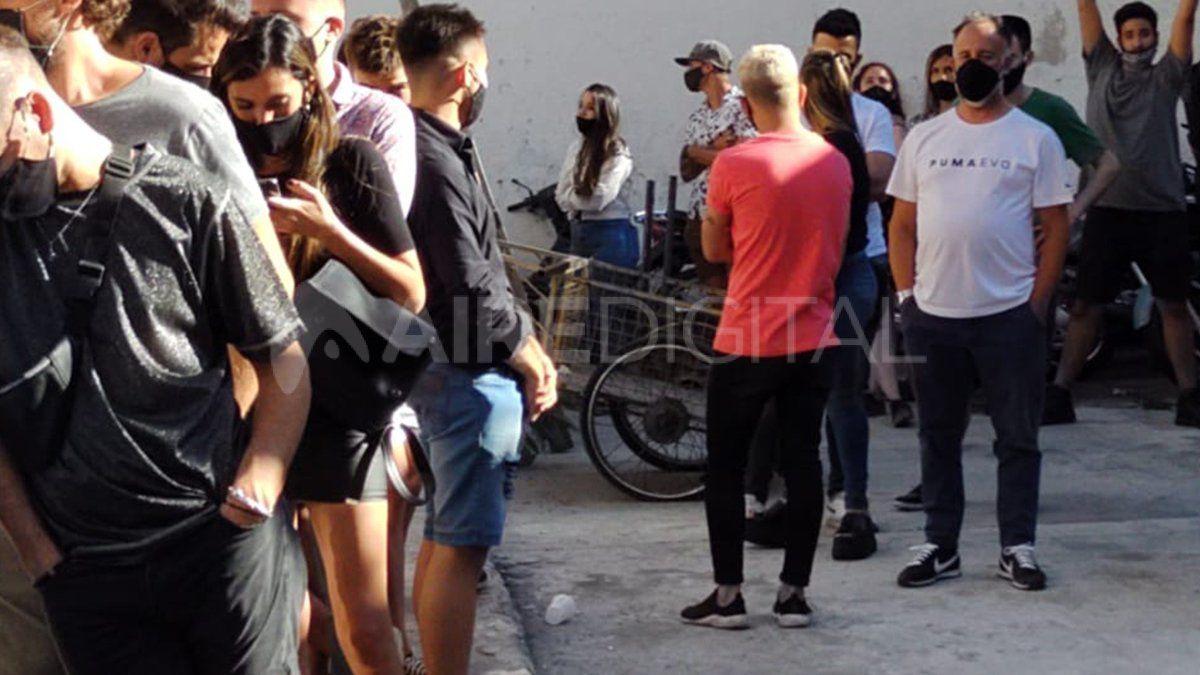 Unas 230 personas resultaron demoradas este sábado en el marco de una fiesta clandestina que se desarrollaba en un bar céntrico de Rosario.