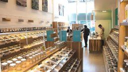 Bateas, dispensers y tachos de acero inoxidable, hacen de Cero Market el primer supermercado eco-friendly del país. Foto: Instagram Cero Market.