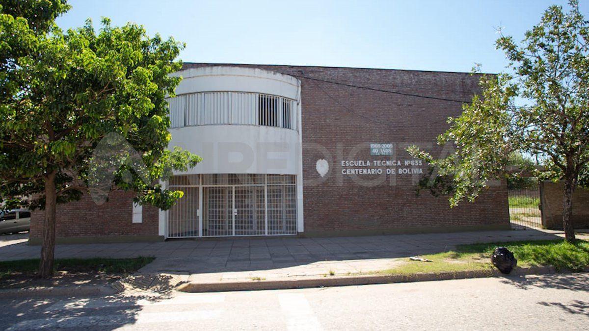 La escuela se encuentra en la zona norte de la ciudad