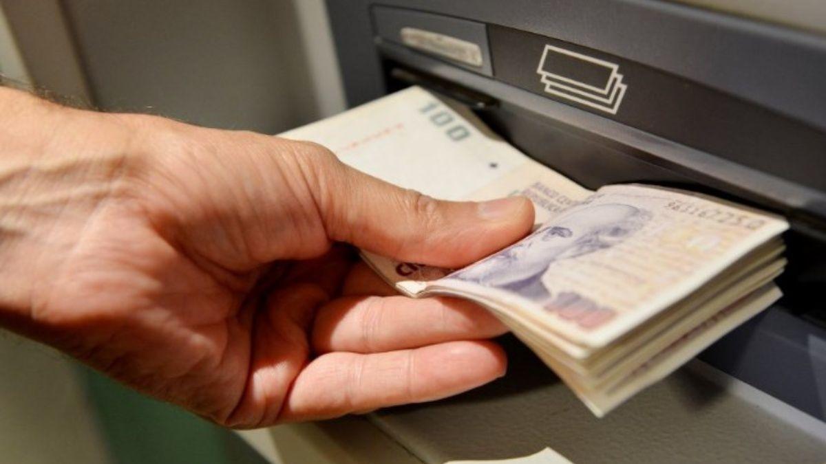 El Banco Central garantizó la distribución de billetes para los cajeros automáticos de todo el país por el fin de semana largo.