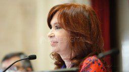 La vicepresidenta Cristina Fernández de Kirchner publicó este lunes una serie de reflexiones en el décimo aniversario del fallecimiento de su esposo y expresidente Néstor Kirchner, a través de su cuenta de la red social Twitter.