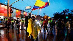 altText(Futbolistas colombianos apoyan el reclamo de su país y pidieron no jugar más)}