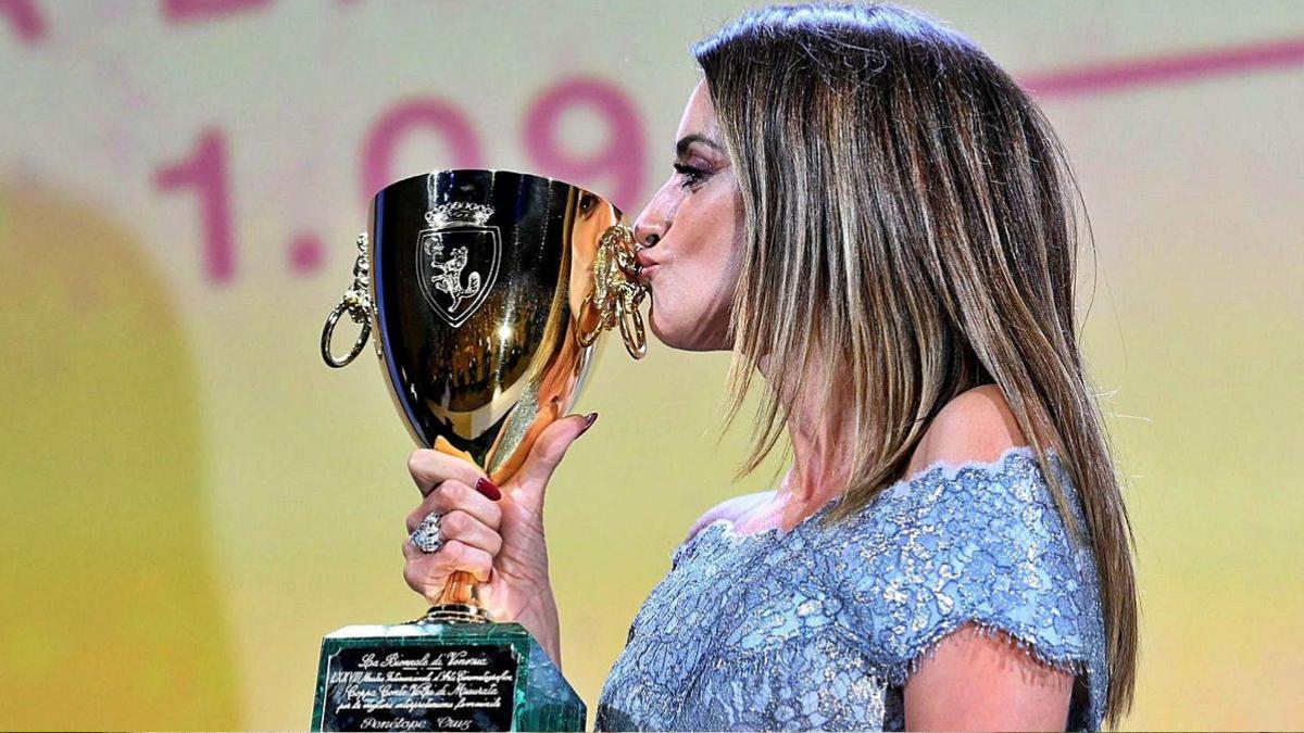 Penélope Cruz ganó el premio a mejor actriz en Venecia y un filme sobre el aborto ganó el León de Oro
