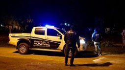 El hecho ocurrió esta madrugada, cerca de las 4, en un domicilio del sur marplatense, y la víctima fue identificada como el oficial Diego Rosales, quien prestaba servicios en la comisaría 5ta. de dicha ciudad de la costa atlántica de la provincia de Buenos Aires.