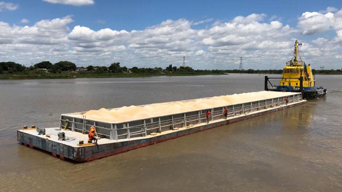 Durante el último viernes se cargaron dos barcazas por un total de 3.200 toneladas.