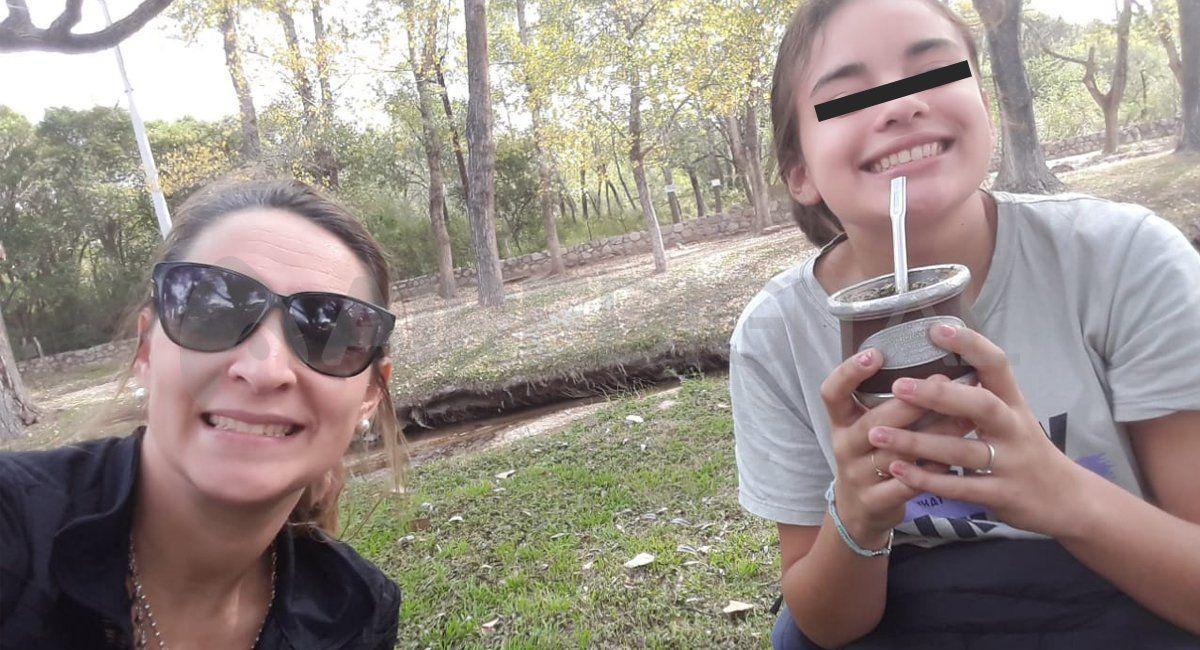 Avril Russo tiene 13 años, padece diabetes tipo 1, es insulinodependiente y afiliada al Iapos. Su mamá, Carla, debe enfrentar constantes trabas para que su hija reciba en tiempo y forma los insumos médicos que necesita.
