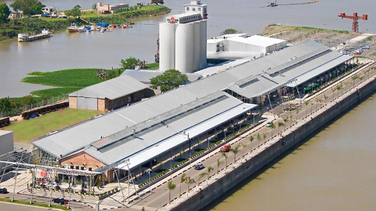 Vista aérea delshopping del puerto de Santa Fe.