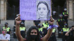 Las firmas fueron presentadas esta mañana ante mesa de entrada de Casa de Gobierno de Tucumán por Amelia Campos, en representación de las amigas de la docente de inglés de 33 años.