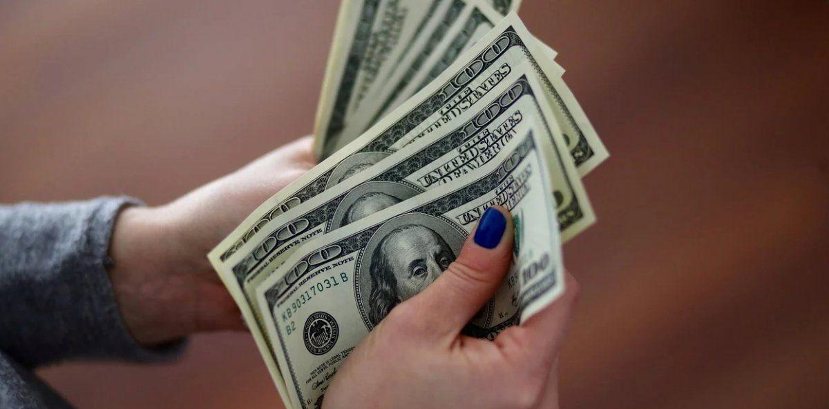 El billete volvió a caer en el mercado paralelo y acumula una baja de $20 en la semana.
