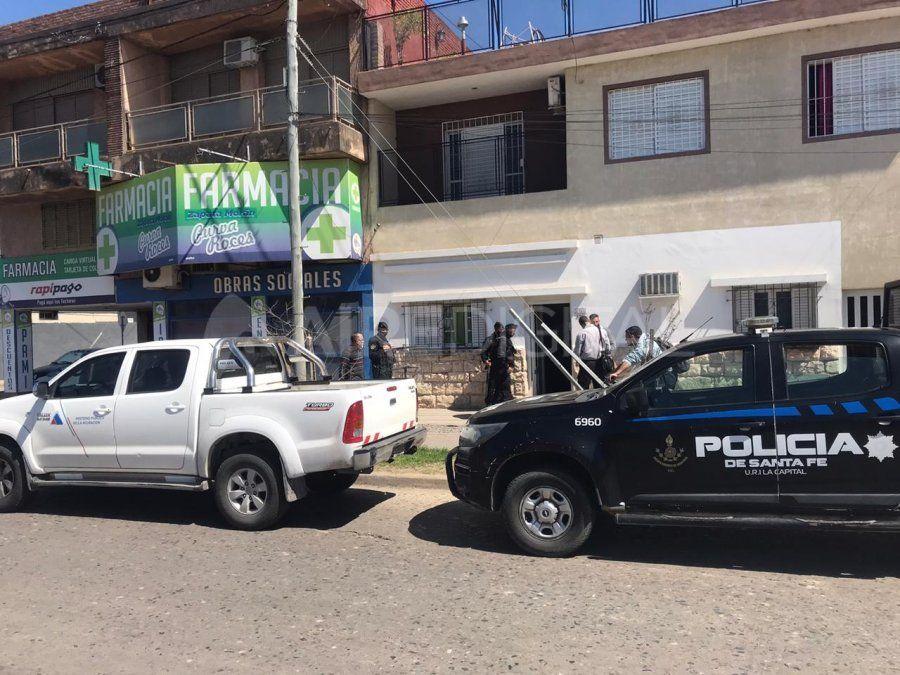 El operativo que se realiza en una vivienda de avenida Blas Parera al 6700