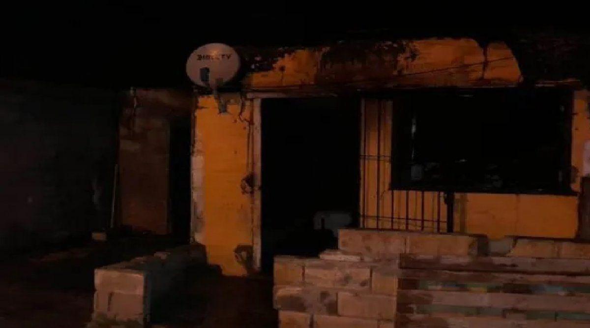 Heroicos vecinos de Córdoba rescataron a una familia de un incendio: el video