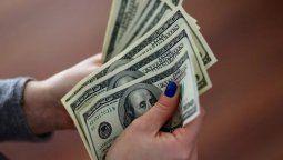 El valor deldólar bluetiene una diferencia sustancial con el dólar oficial, que se adquiere en los bancos y que posee una cotización establecida.
