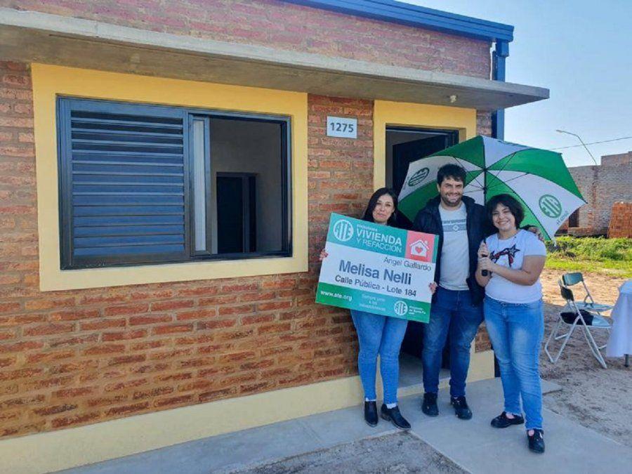 Programa ATE Vivienda y Refacción: una asistente escolar recibió las llaves de su casa