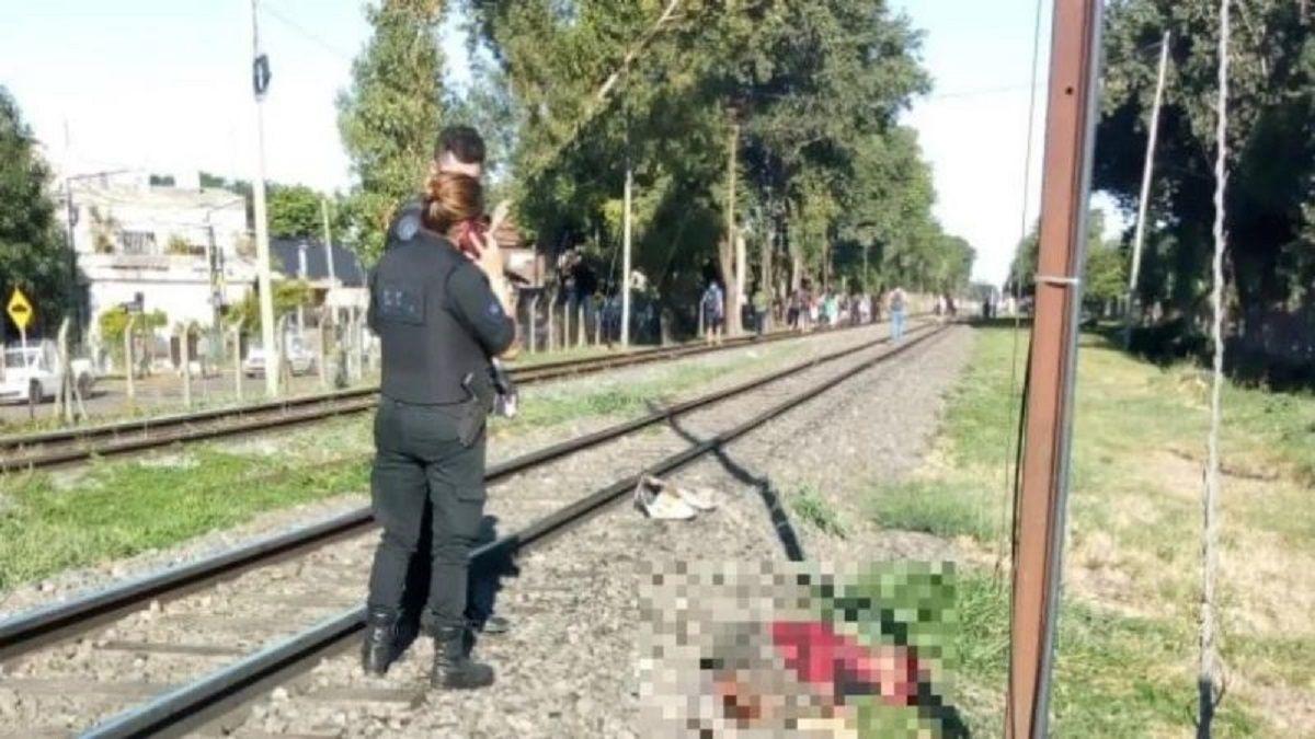 Matan a una mujer tras arrojarla a las vías del tren y por el femicidio detienen a su esposo.