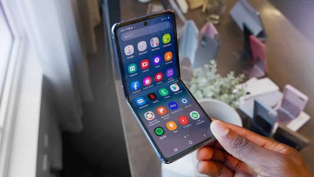 La tendencia en los smartphones apunta a móviles con pantallas plegables en los próximos años.