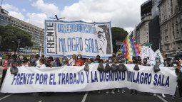 El kirchnerismo realiza una movilización al Palacio de Justicia pare exigir la liberación de la líder de la Tupac Amaru, Milagro Sala, que cumple cinco años detenida en Jujuy.