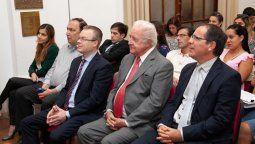 Eduardo Spuler (en el centro de la foto vestido de gris) dio positivo al test de coronavirus y es el primer Ministro de la Corte Suprema de Santa Fe con covid.