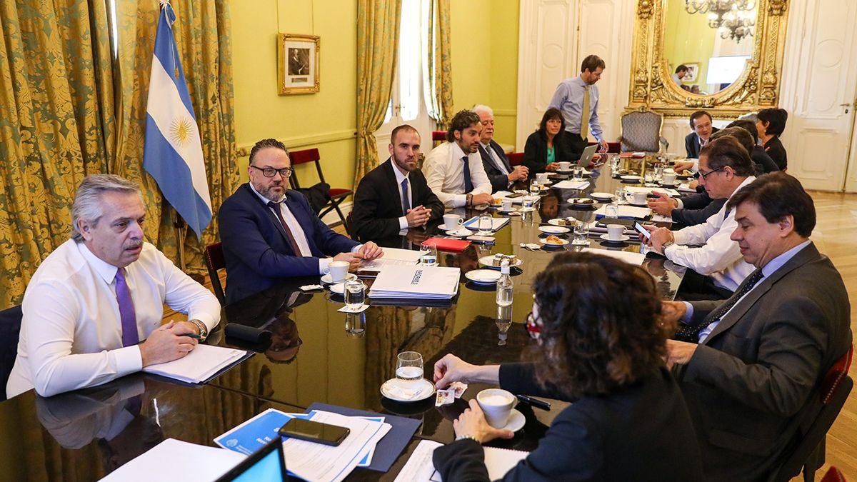 Alberto Fernández junto al gabinete económico y social.