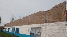 El temporal no solo provocó la voladura del techo del Club Nuevo Horizonte, sino que además generó problemas en la pared que deberá ser reforzada.