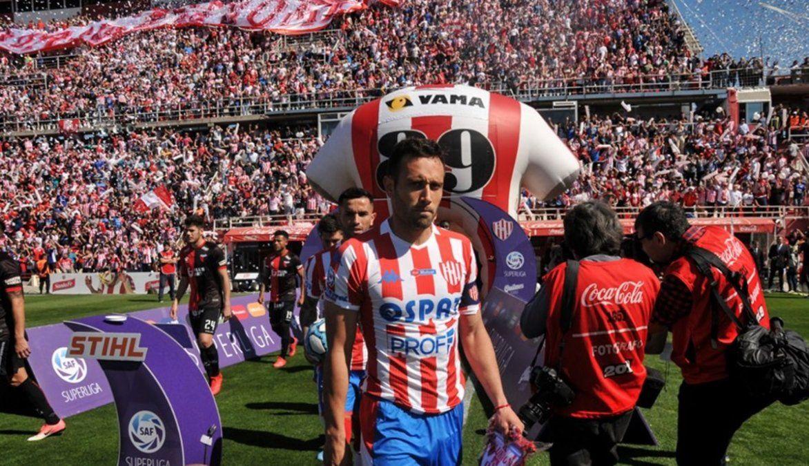 El capitán Claudio Corvalán llegó a la quinta tarjeta amarilla.